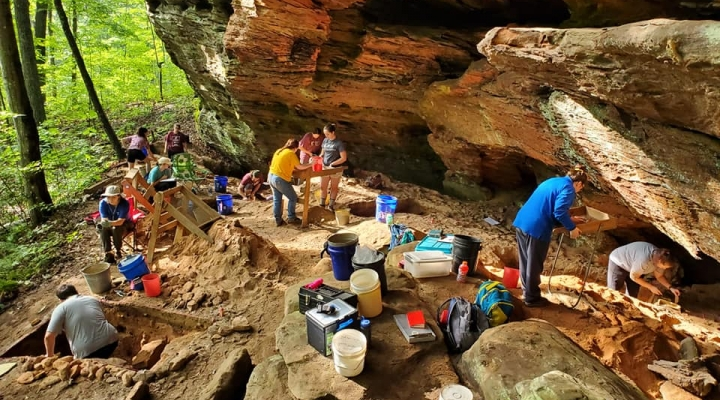 Picture shows students doing excavation in rock shelter.